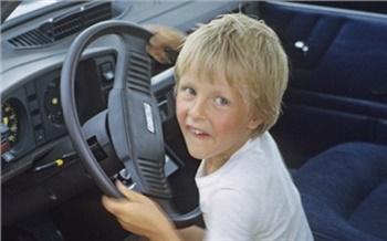 В Шушенском районе полиция поймала 10-летнего мальчика за рулем «семерки». Порулить позволил дед