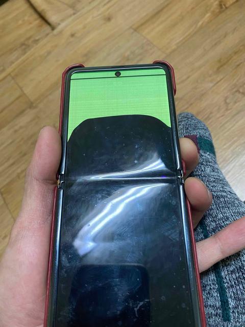 Экраны Samsung Galaxy Z Flip и Galaxy Fold трескаются на морозе