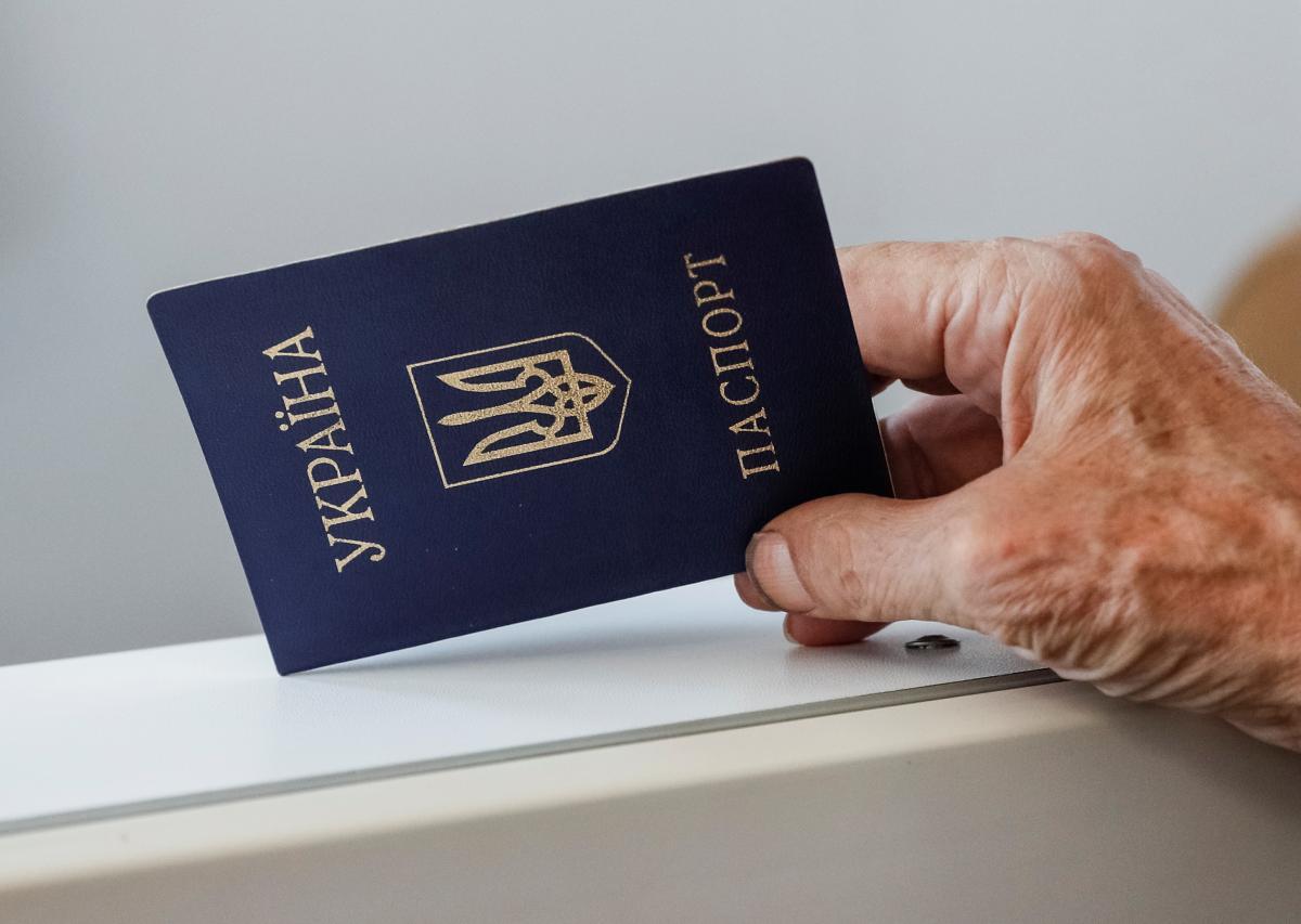 СНБО поручил Кабмину разработать законопроект о двойном гражданстве