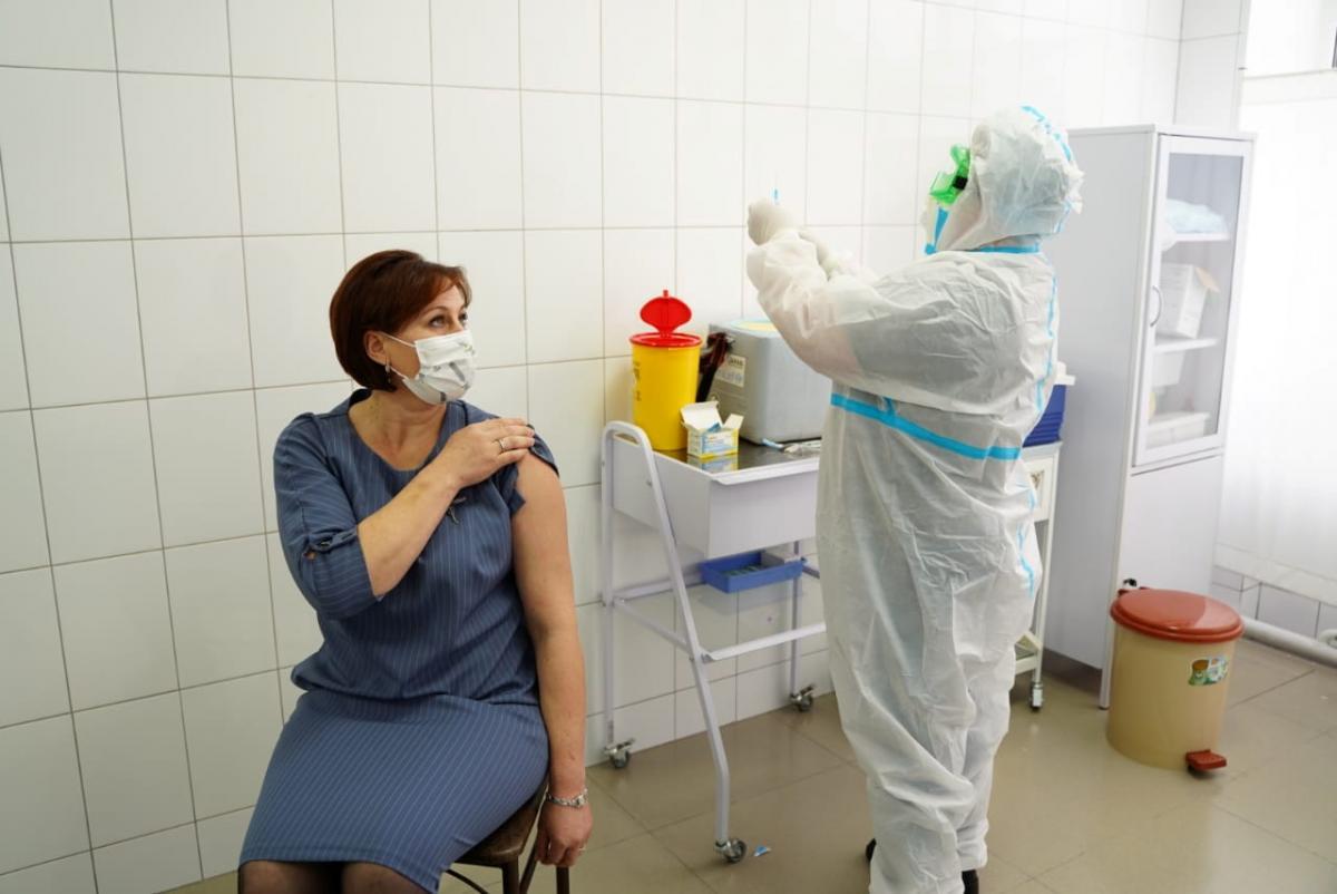 Семь украинцев пожаловались на неблагоприятные последствия после прививки от COVID-19