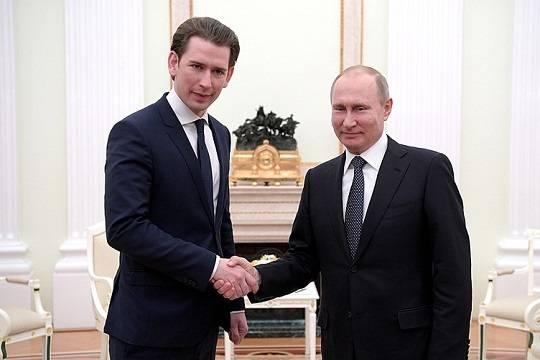 Путин обсудил с Курцем возможность поставок «Спутника V» в Австрию