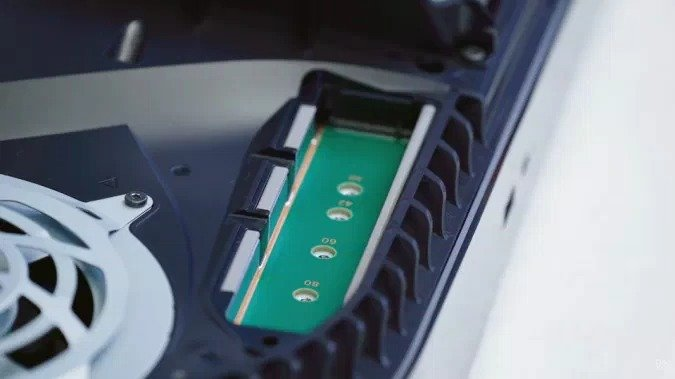 Стало известно, когда в PlayStation 5 появится возможность расширения SSD