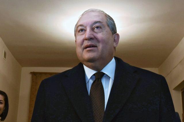 Президент Армении обсудил политическую ситуацию в стране с главами фракций