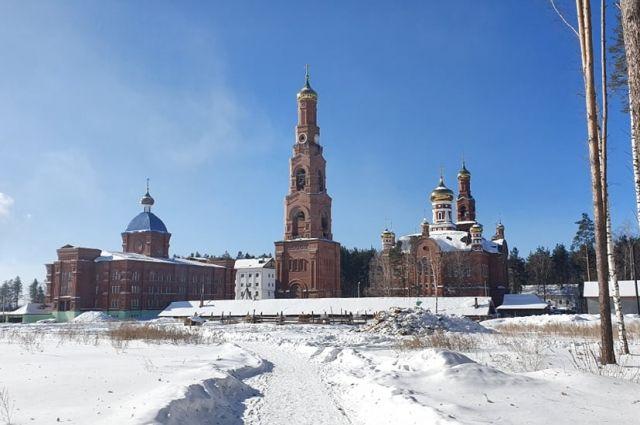 В Среднеуральском монастыре проведены обыски подозреваемого в убийстве