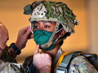 Антипрививочники в армии США – это реальная проблема, считают в Сенате