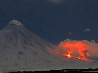 Извержение Ключевского вулкана на Камчатке усиливается