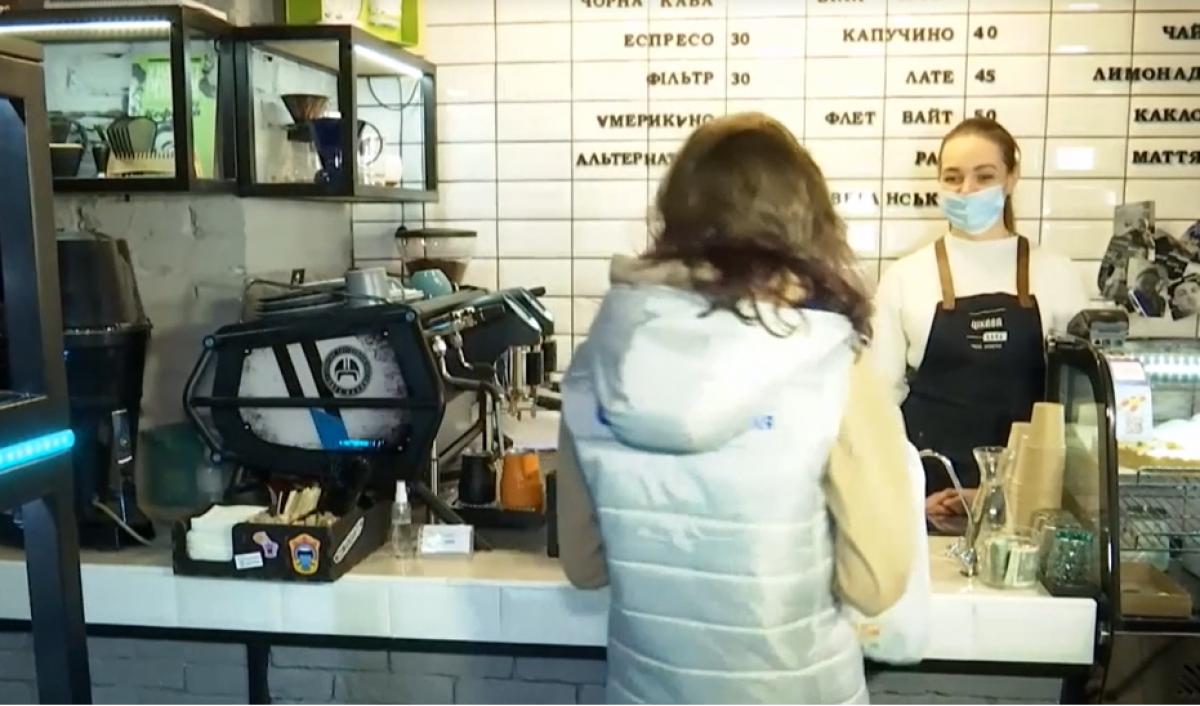 Принеси мусор - получи кофе: кафе в Днепре раздает бесплатные напитки за пластиковые бутылки