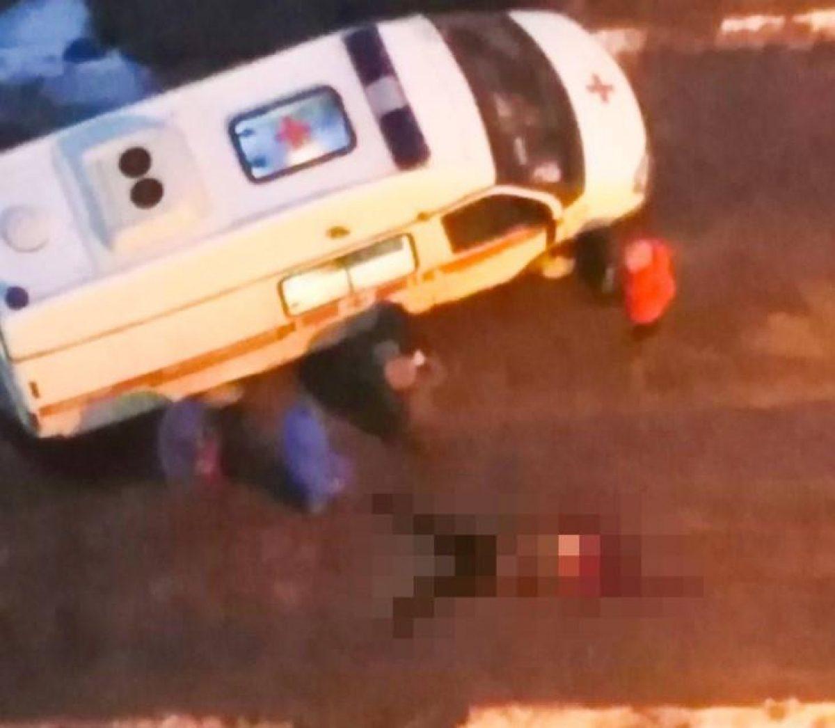 Россиянин выпал из окна 17-го этажа и упал на коляску с ребенком (фото 18+)