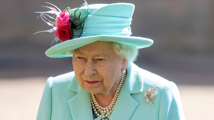 Елизавета II призвала своих подданных привиться от COVID-19