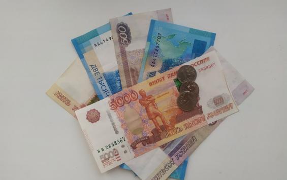 Житель Курчатова за разговорами с «сотрудниками банка» потерял более миллиона рублей