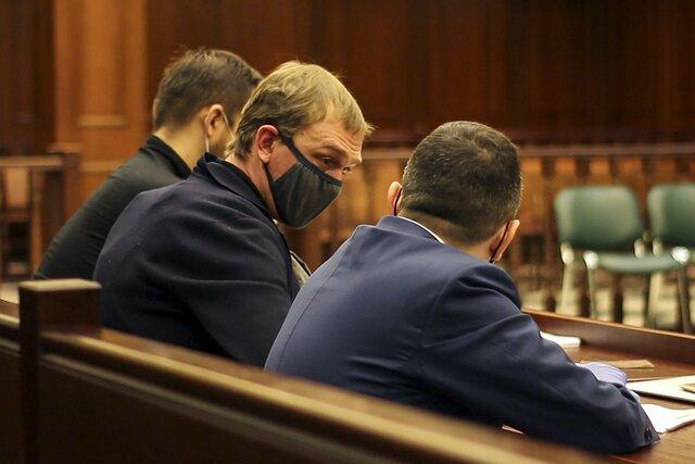 Изобличние Голунова. Полицейский Ляховец попытался в суде продолжить допрос спецкора «Медузы», которому он и его коллеги подкинули наркотики. Репортаж Анастасии Якоревой
