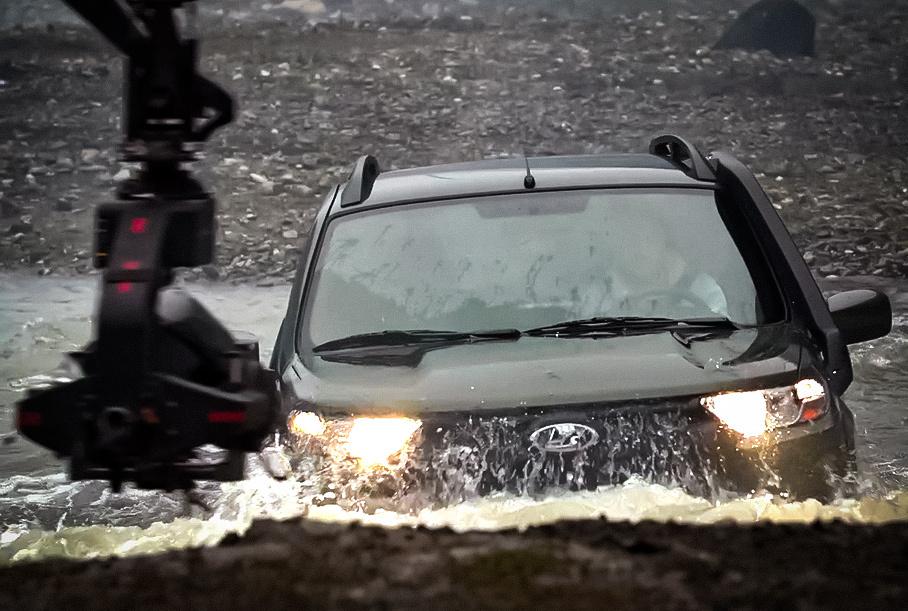 Посмотрите, как снимали рекламу новой Lada Niva Travel
