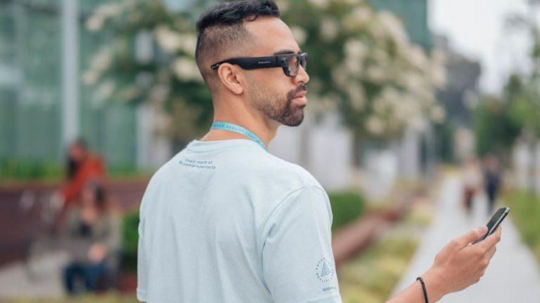 Facebook запланировала использовать систему распознавания лиц в своих умных очках